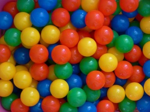 plastic-balls-456608_640